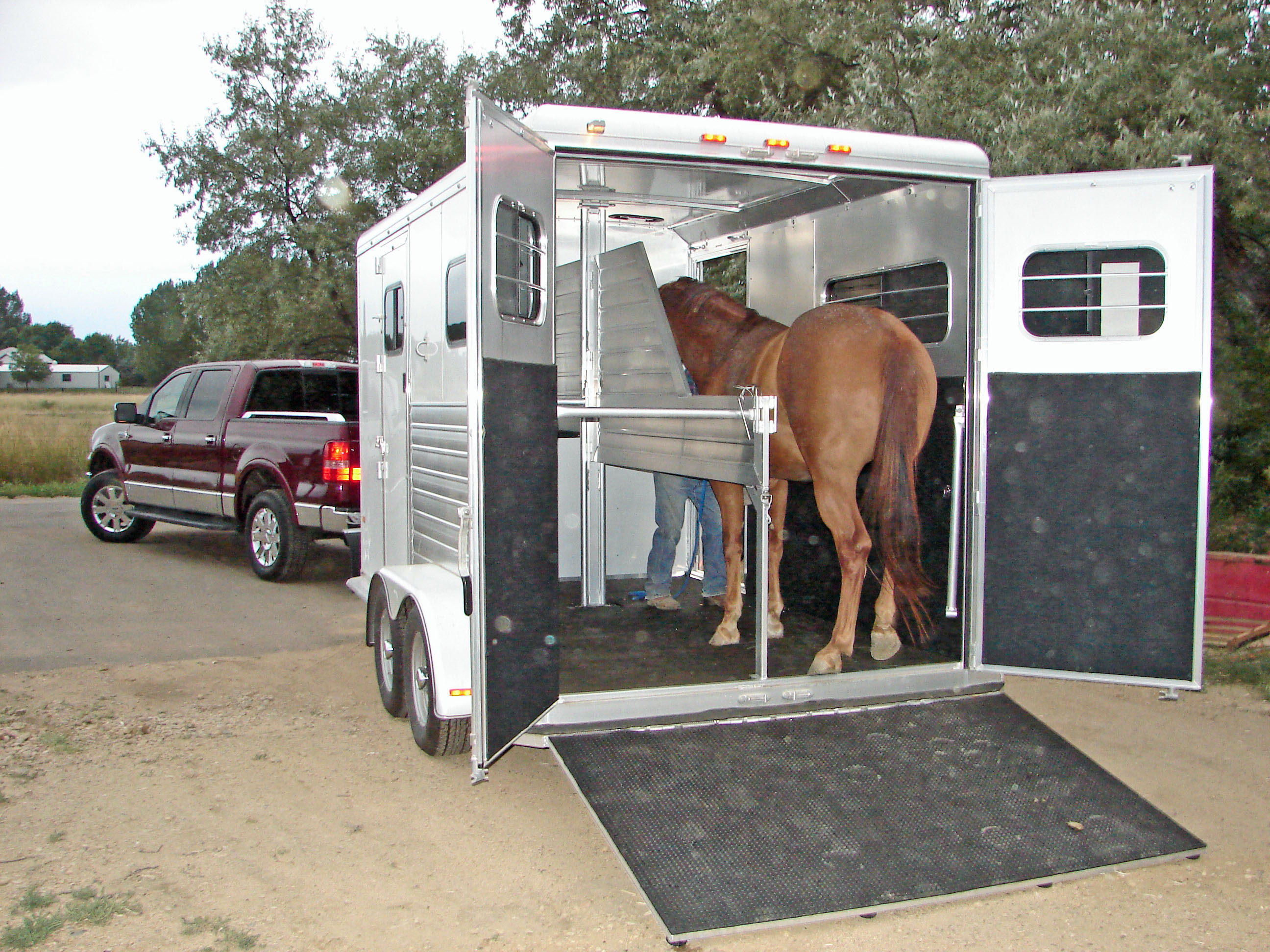 How much does a horse trailer weigh